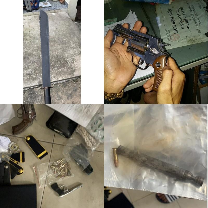 Bắt giữ bảo vệ bệnh viện tàng trữ súng, đạn, kiếm... - ảnh 2