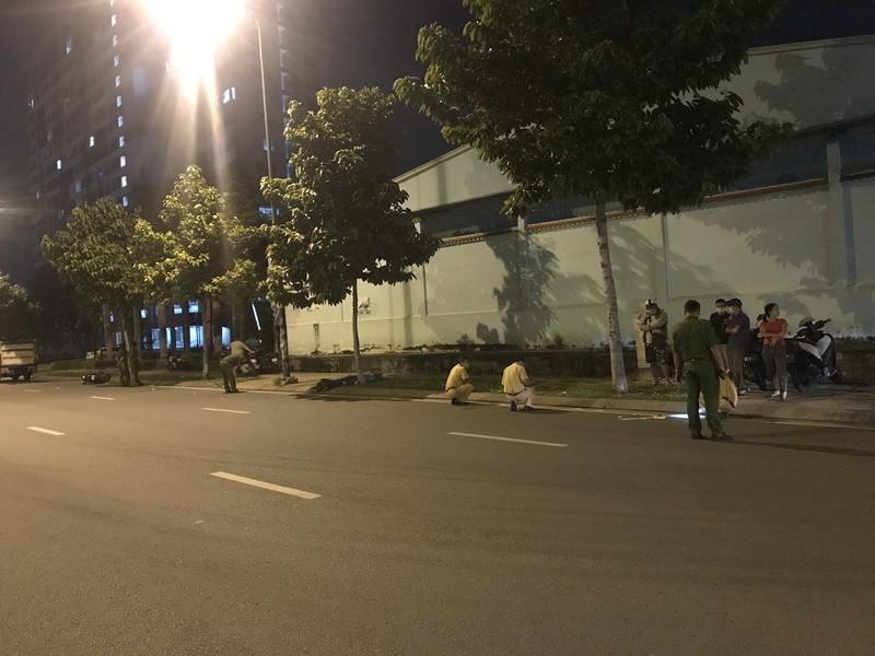 Xe máy trượt dài ở đường Phạm Văn Đồng, 1 thanh niên tử vong - ảnh 1