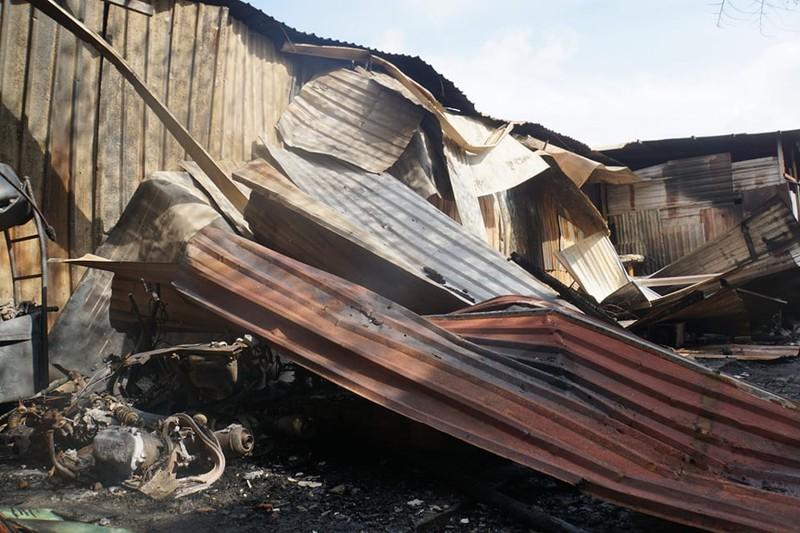 Quận 9: Cháy dãy nhà trọ lan sang kho hàng  - ảnh 1