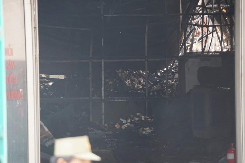 Quận 9: Cháy dãy nhà trọ lan sang kho hàng  - ảnh 2
