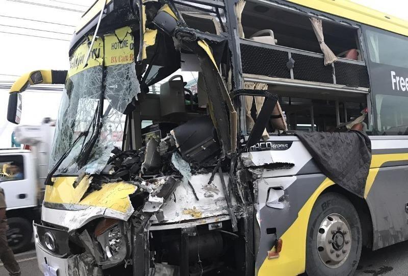 Xe khách tông đuôi xe tải, tài xế tử vong tại chỗ - ảnh 2