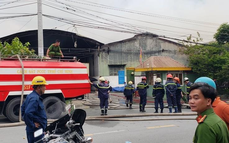 Thủ Đức: Trăm cảnh sát chữa cháy tại nhà xưởng trong KCN  - ảnh 1