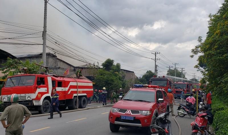 Thủ Đức: Trăm cảnh sát chữa cháy tại nhà xưởng trong KCN  - ảnh 2