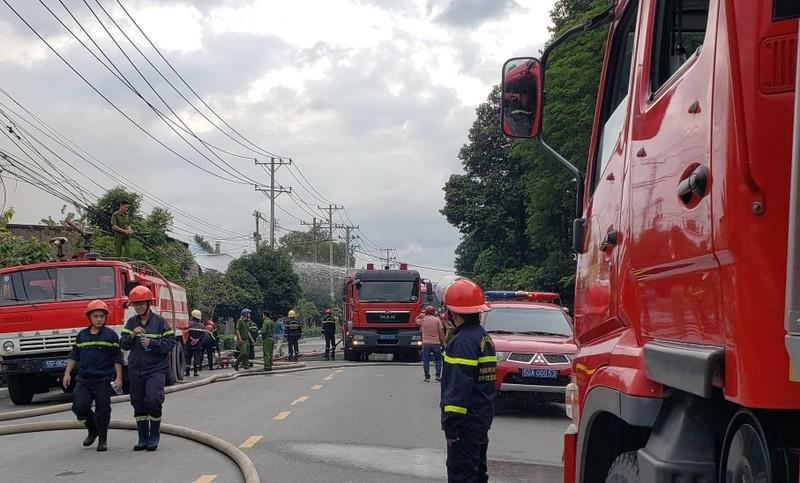Thủ Đức: Trăm cảnh sát chữa cháy tại nhà xưởng trong KCN  - ảnh 3