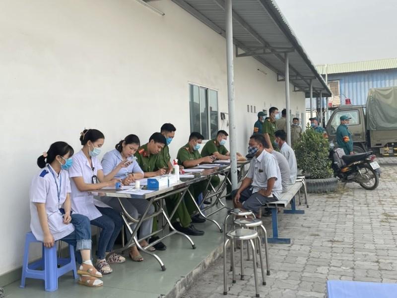 Công an TP Thủ Đức kiểm tra ma tuý tài xế ra vào cảng Phú Hữu  - ảnh 1