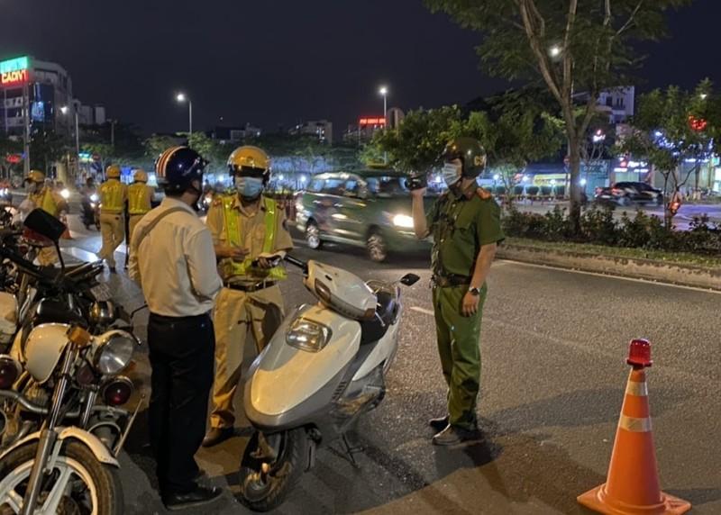 Công an TP Thủ Đức kiểm tra ma tuý tài xế ra vào cảng Phú Hữu  - ảnh 2