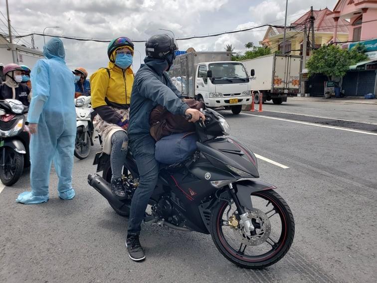 Hàng trăm người rời TP.HCM về các tỉnh Tây Nguyên phải quay đầu xe - ảnh 5