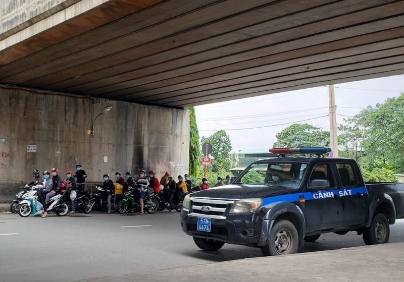 Hàng trăm người rời TP.HCM về các tỉnh Tây Nguyên phải quay đầu xe - ảnh 11
