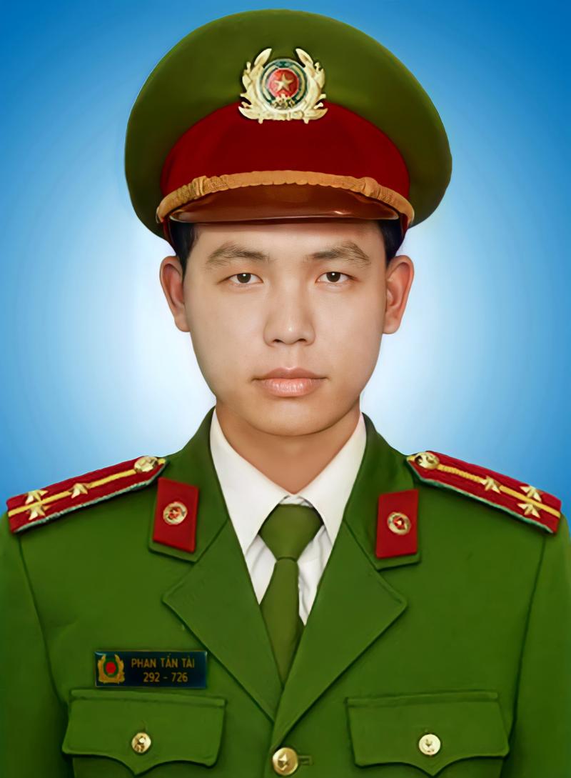 Thăng quân hàm, truy tặng Huân chương cho sỹ quan Công an Phan Tấn Tài  - ảnh 1