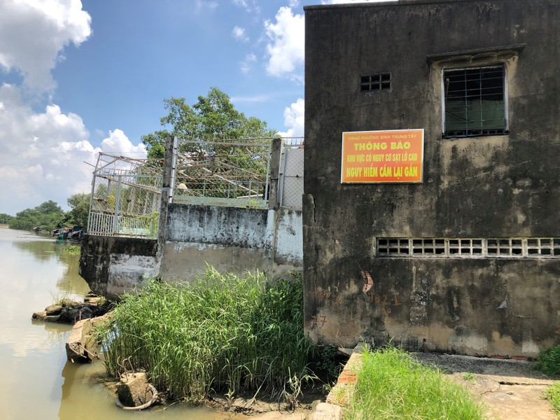 TP.HCM: Cảnh báo sạt lở đặc biệt nghiêm trọng tại bờ rạch Giồng Ông Tố  - ảnh 1