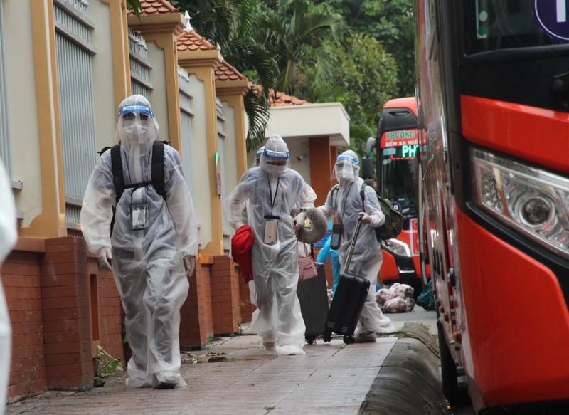 CSGT hộ tống 218 tình nguyện viên tỉnh Lâm Đồng vào TP.HCM chống dịch - ảnh 10