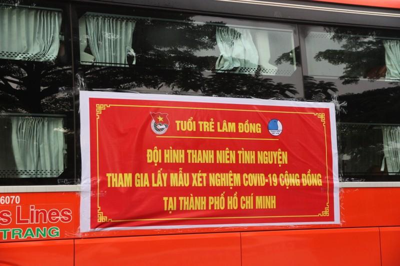 CSGT hộ tống 218 tình nguyện viên tỉnh Lâm Đồng vào TP.HCM chống dịch - ảnh 9
