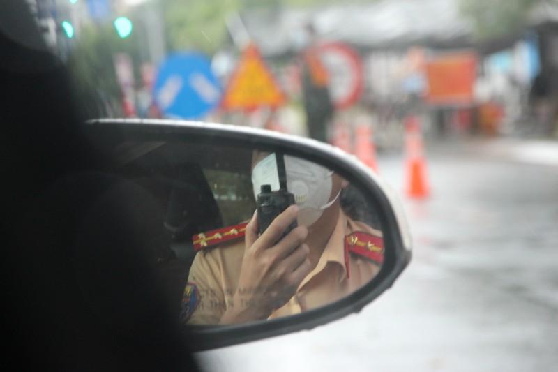 CSGT hộ tống 218 tình nguyện viên tỉnh Lâm Đồng vào TP.HCM chống dịch - ảnh 5