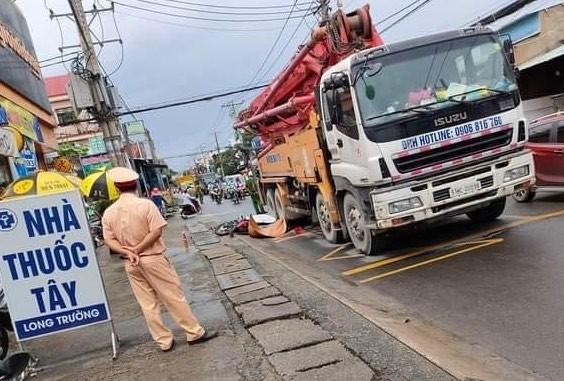 TP Thủ Đức: Xe bơm bê tông chạy giờ cấm gây tai nạn chết người - ảnh 1