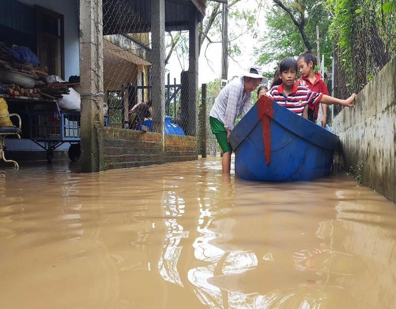 ến sáng 14-12, nhiều vùng ở huyện Phú Hòa vẫn còn bị ngập