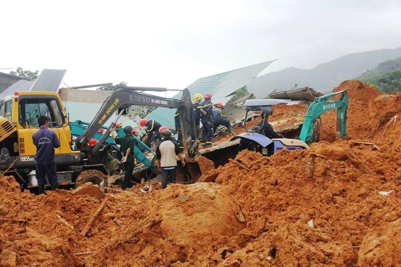 Đang tìm kiếm hai mẹ con vụ sạt lở núi ở Nha Trang - ảnh 2