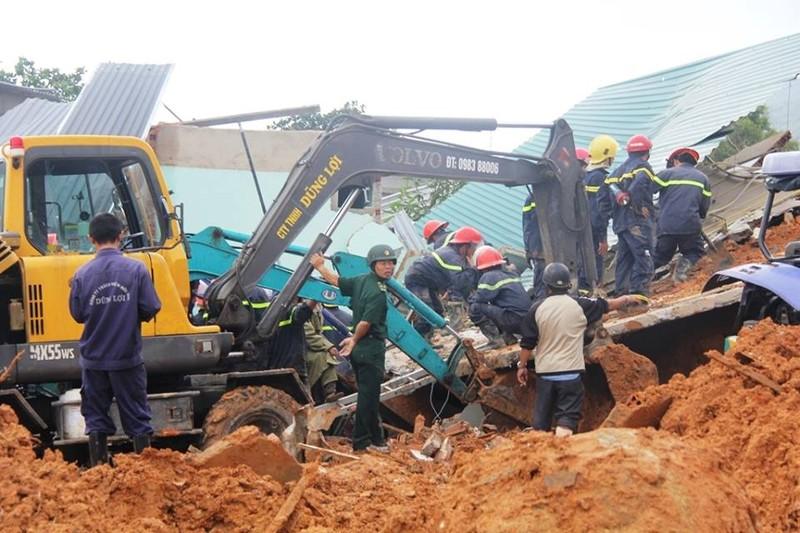 Đang tìm kiếm hai mẹ con vụ sạt lở núi ở Nha Trang - ảnh 3