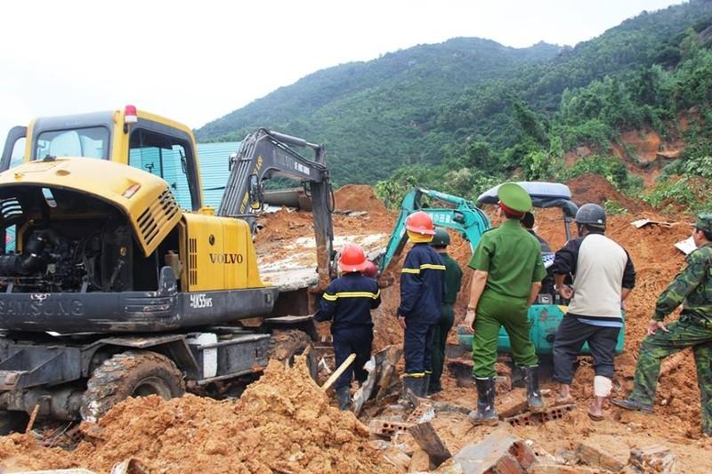 Đang tìm kiếm hai mẹ con vụ sạt lở núi ở Nha Trang - ảnh 4