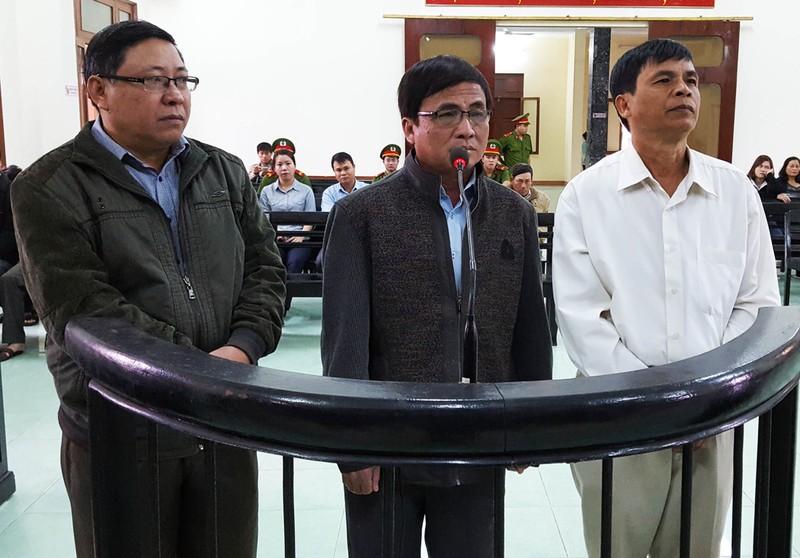 Rút kháng nghị về tăng hình phạt với 13 cựu cán bộ - ảnh 1