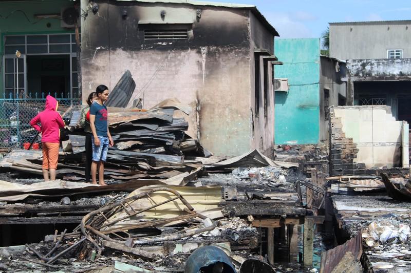 Có đến 70 căn nhà ở Nha Trang bị thiêu rụi - ảnh 10