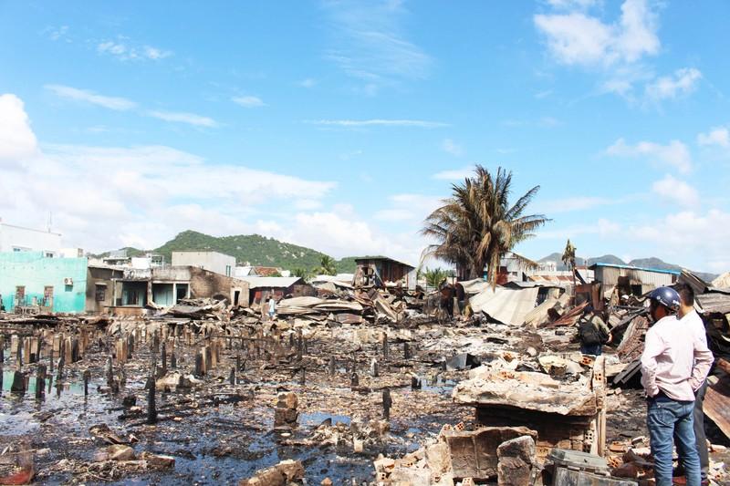 Có đến 70 căn nhà ở Nha Trang bị thiêu rụi - ảnh 3