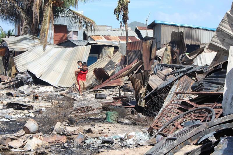 Có đến 70 căn nhà ở Nha Trang bị thiêu rụi - ảnh 6