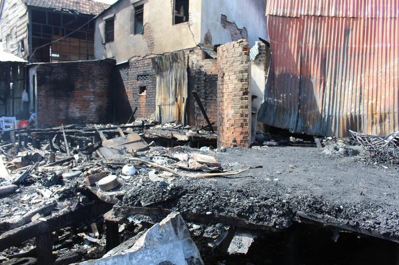 Có đến 70 căn nhà ở Nha Trang bị thiêu rụi - ảnh 8