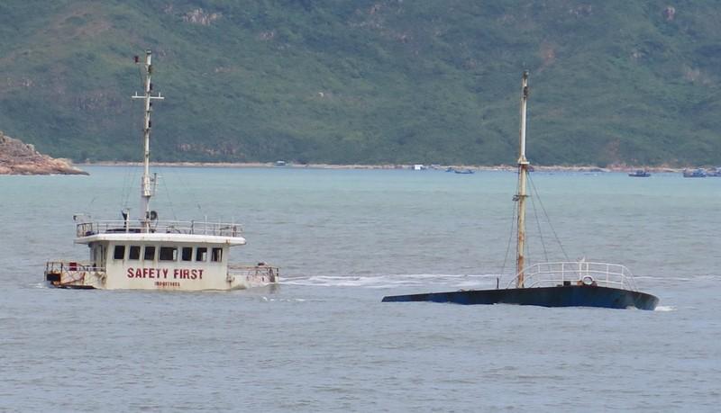 Đặc công nước tìm thuyền viên mất tích ở biển Quy Nhơn - ảnh 4