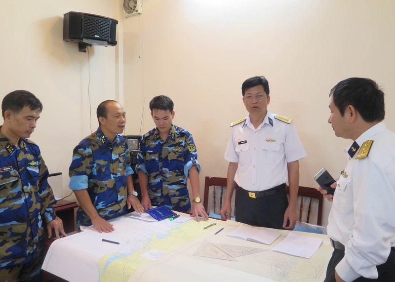 Đặc công nước tìm thuyền viên mất tích ở biển Quy Nhơn - ảnh 2