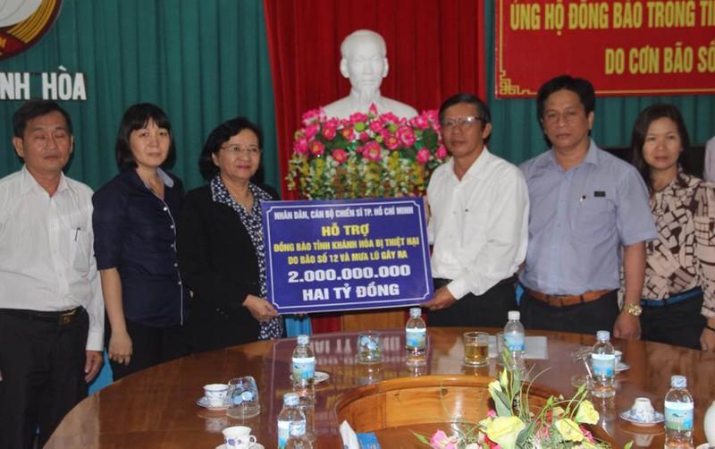 TP.HCM hỗ trợ đồng bào bị lũ lụt miền Trung 6 tỉ đồng - ảnh 1