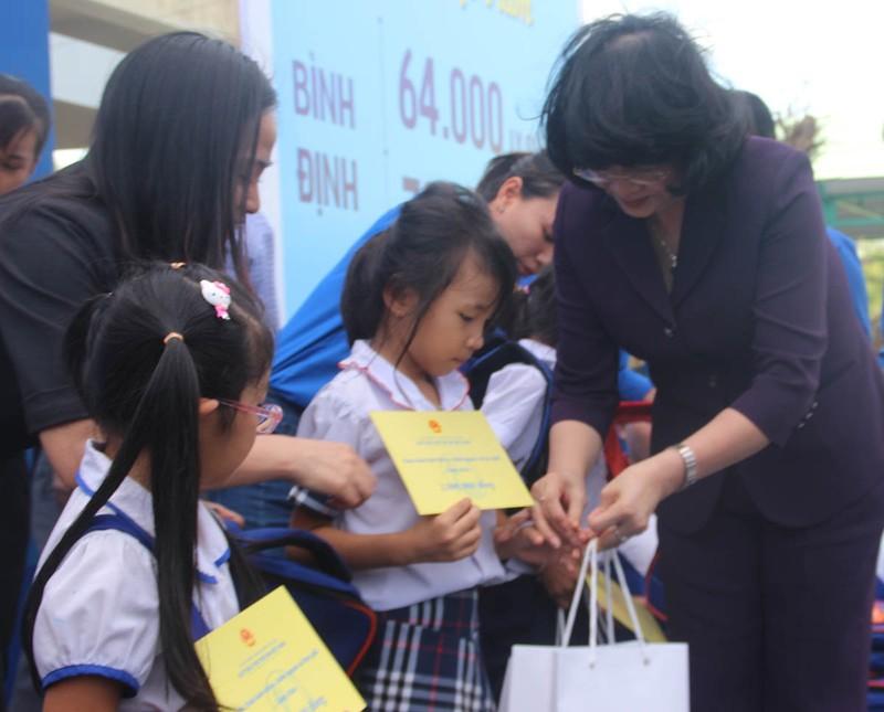 Phó Chủ tịch nước tham dự lễ trao 64.000 ly sữa cho trẻ em - ảnh 2