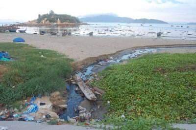 Nha Trang: Nước thải 'đen ngòm' chảy ra vịnh gây ô nhiễm - ảnh 4