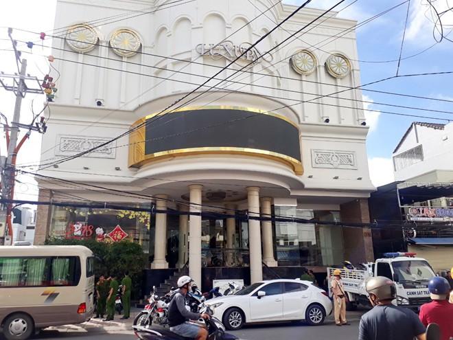 Cả trăm viên, bịch ma túy trong quán karaoke Luxury Nha Trang - ảnh 2