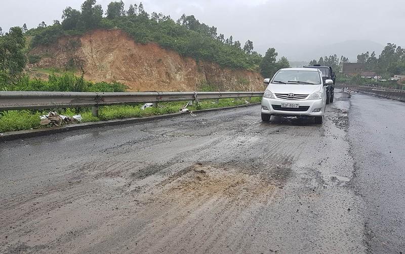 Bộ GTVT kiểm tra hư hỏng quốc lộ 1 đoạn qua Phú Yên - ảnh 5