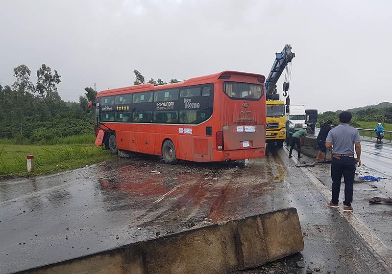 Thêm vụ tai nạn do ổ gà trên quốc lộ 1 đoạn qua Phú Yên - ảnh 1