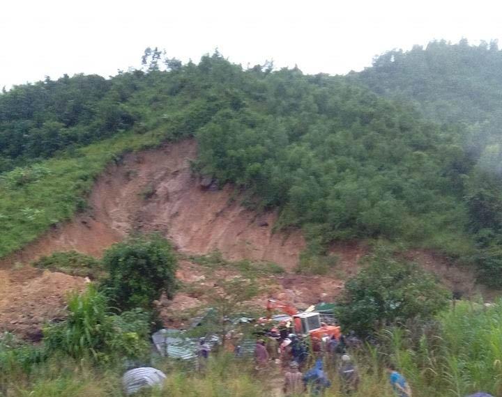 Sạt lở núi, 3 người trong gia đình bị chết, mất tích - ảnh 1