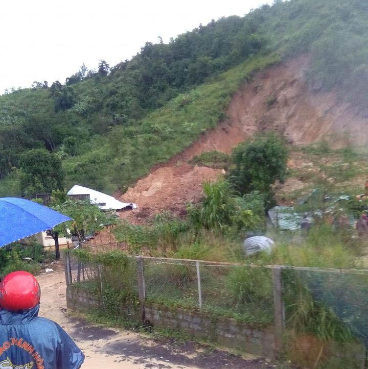 Sạt lở núi, 3 người trong gia đình bị chết, mất tích - ảnh 2
