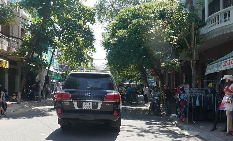 Xe Lexus lao vào đám tang ở Quy Nhơn do một công ty đăng ký - ảnh 1