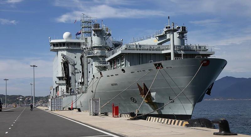 Tàu khu trục Canada thăm cảng Cam Ranh - ảnh 2
