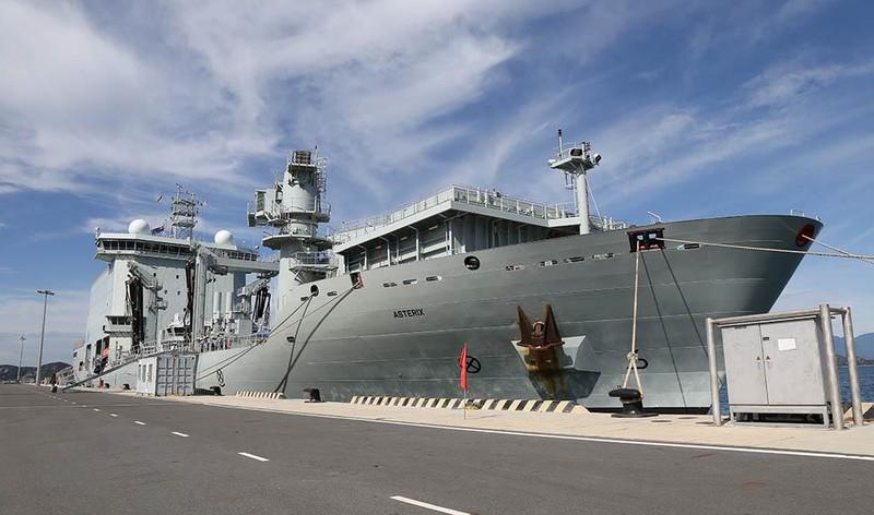 Tàu khu trục Canada thăm cảng Cam Ranh - ảnh 6