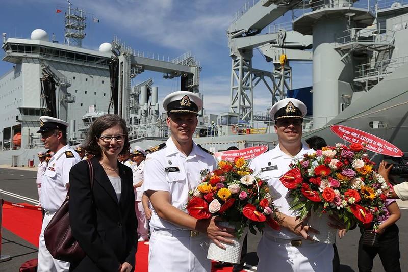 Tàu khu trục Canada thăm cảng Cam Ranh - ảnh 7