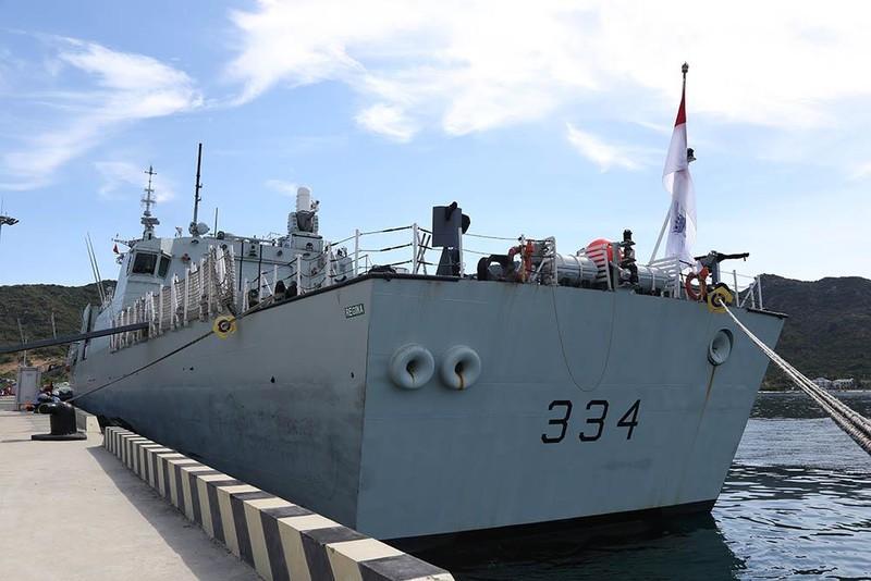 Tàu khu trục Canada thăm cảng Cam Ranh - ảnh 9