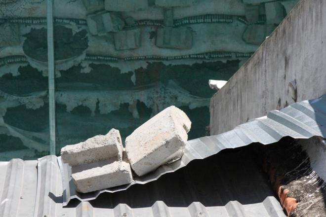 Bắt đầu phá dỡ tường chắn khổng lồ trái phép ở Nha Trang - ảnh 5