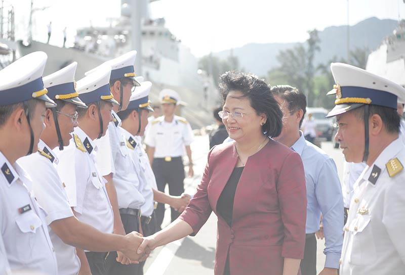 Phó Chủ tịch nước thăm cán bộ, chiến sĩ Vùng 4 Hải quân  - ảnh 1