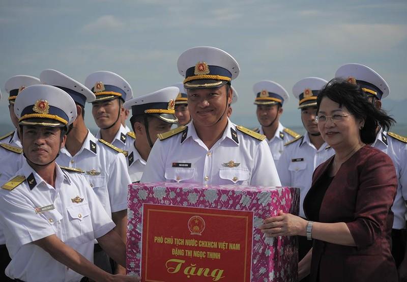 Phó Chủ tịch nước thăm cán bộ, chiến sĩ Vùng 4 Hải quân  - ảnh 2