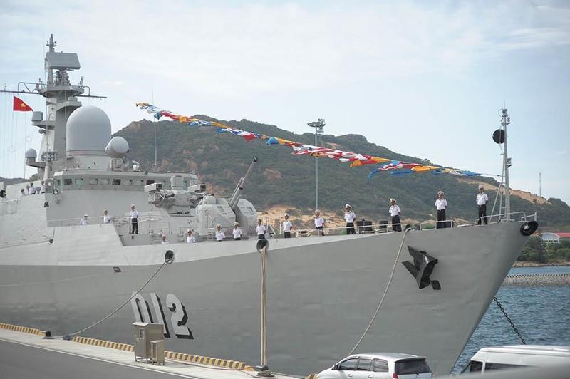 Phó Chủ tịch nước thăm cán bộ, chiến sĩ Vùng 4 Hải quân  - ảnh 6