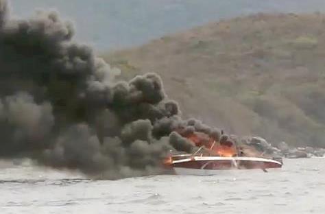 Cháy ca nô chở khách trên vịnh Nha Trang, 2 người bị bỏng nặng - ảnh 2