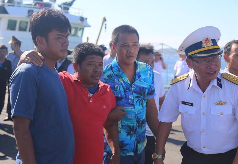 41 ngư dân trôi dạt trên biển gần 40 tiếng đồng hồ  - ảnh 3