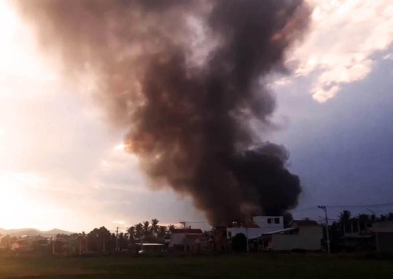 Thiếu nước chữa cháy, ngọn lửa bao trùm chợ Mộc Bài - ảnh 2