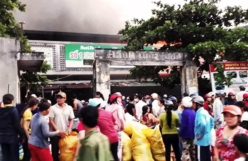 Thiếu nước chữa cháy, ngọn lửa bao trùm chợ Mộc Bài - ảnh 4